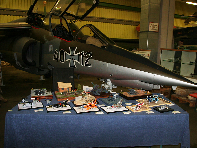 Inzwischen ist der neue Anstrich des Alpha Jet schon recht weit gediehen. Im letzten Jahr war er noch grau (siehe letzter Bericht).