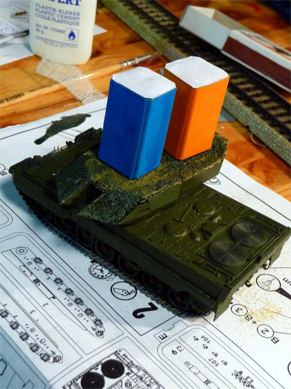 02_Leopard-2_Toilettenhaustraeger_P1050770