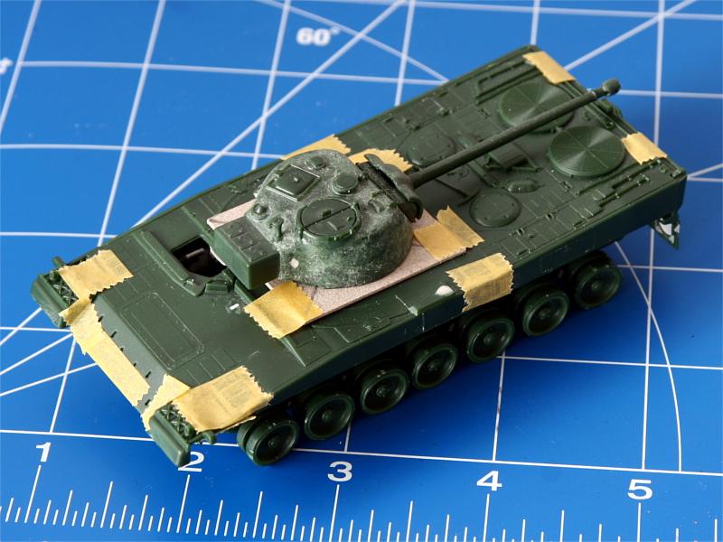 Innerhalb kurzer Zeit war alles zusammengesteckt und mit Tamiya-Tape befestigt. Hinzu kam Turm eines Sherman von einem anderen Projekte.