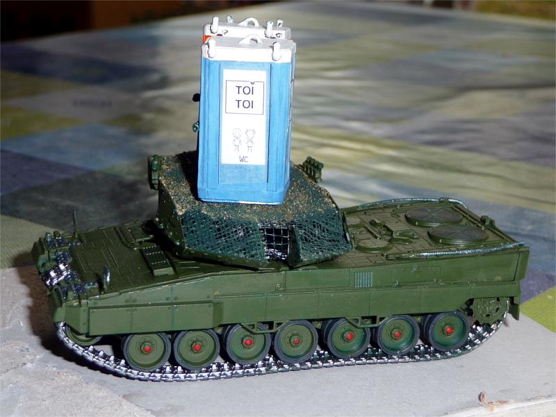 03_Leopard-2_Toilettenhaustraeger_P1050780