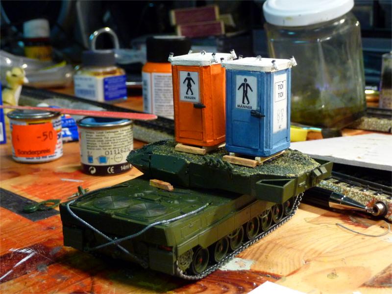 04_Leopard-2_Toilettenhaustraeger_P1050786