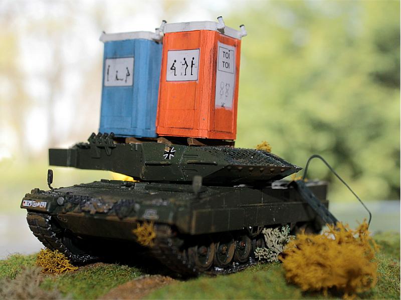 05_Leopard-2_Toilettenhaustraeger_IMG_3486
